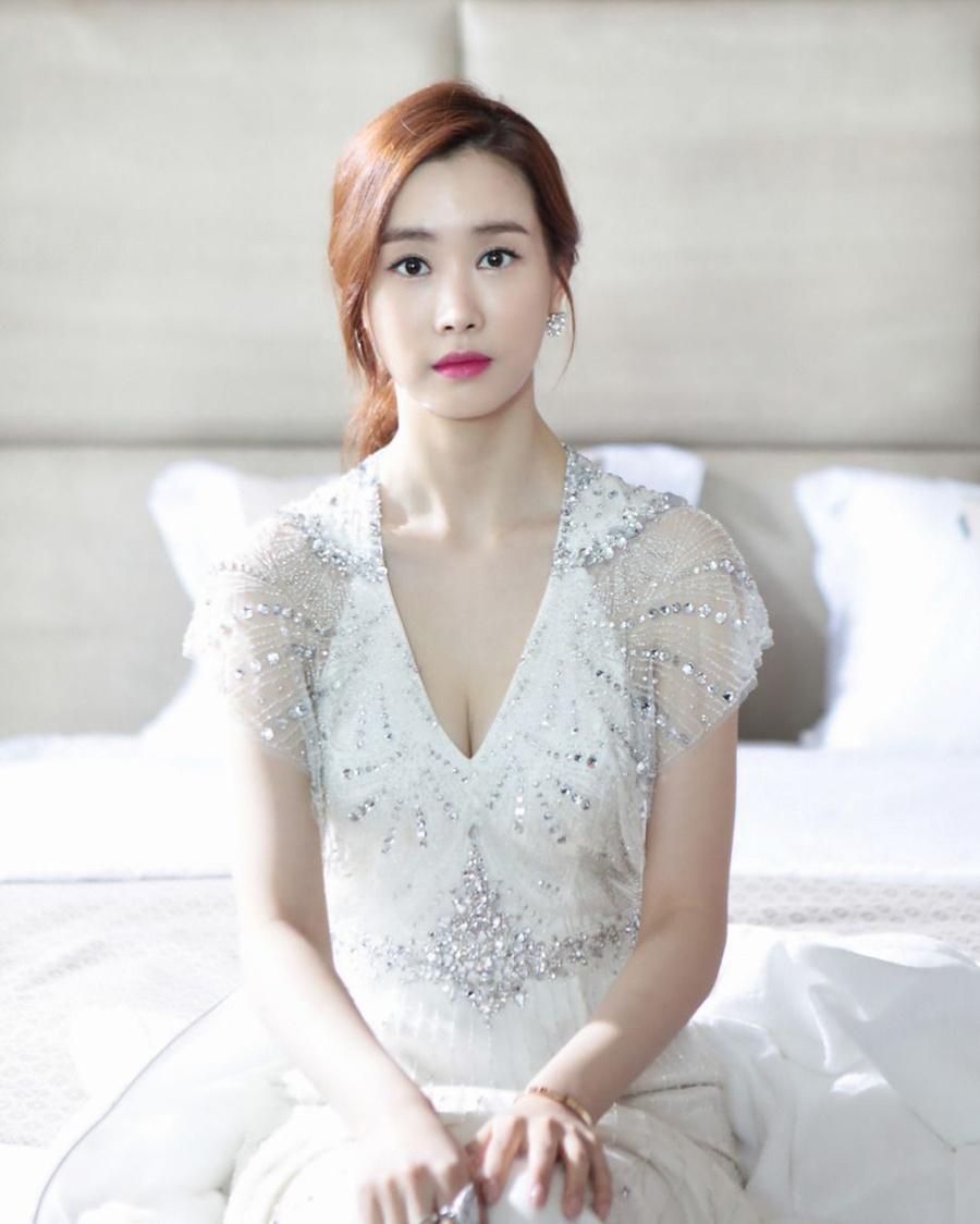 Rambut pirang manis Lee Da-hae