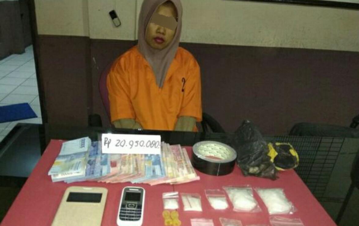 Perempuan Residivis Narkoba Di Kotabaru Itu Akhirnya Ditangkap Tcash Vaganza 36 Produk Ukm Bumn Batik Print Motif3 Tembilahan Puterariaucom