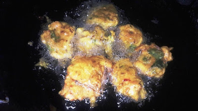 fry-chicken-dumpling-on-medium-flame