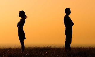 टूटते रिश्ते बिखरते परिवार