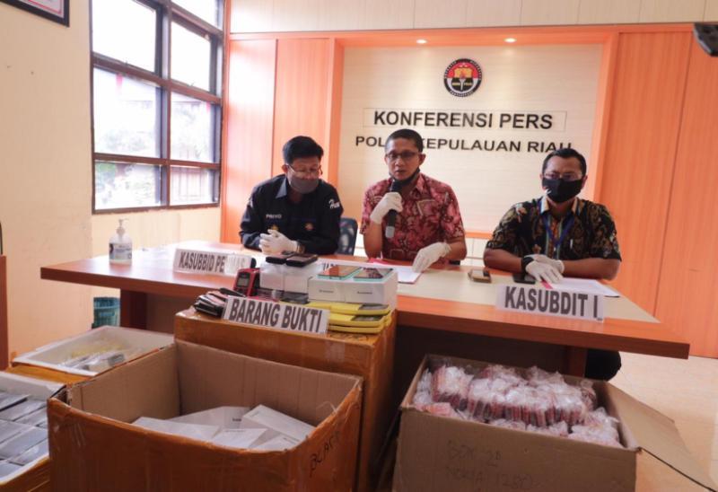 Ditreskrimsus Polda Kepri Amankan Ribuan Ponsel dengan Label Merek Terkenal di Batam