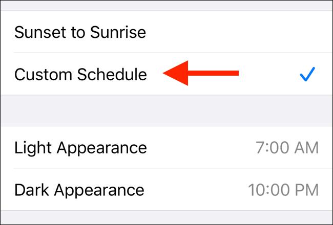 قم بتعيين جدول مخصص لوضع غامق في iOS 13