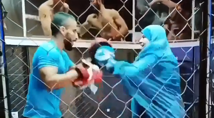 Woman on hijab spots showing her boxing skills – Video