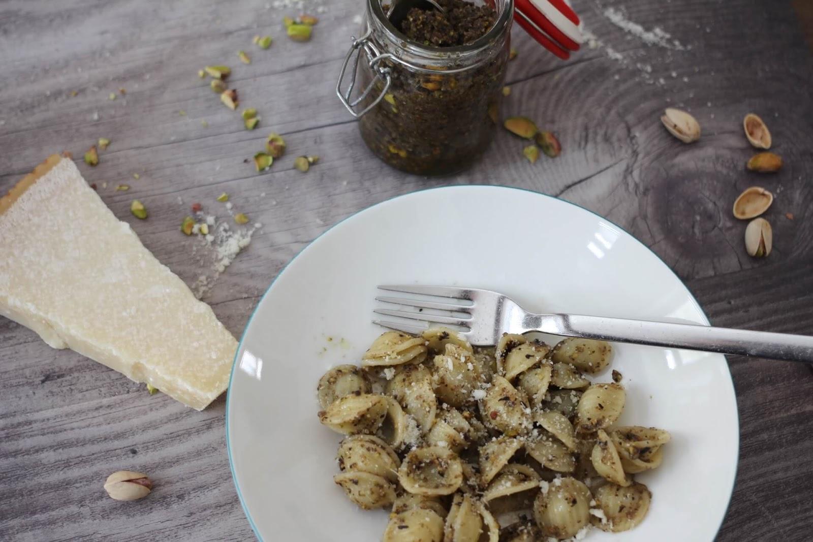 Oliven Pistazien Pesto