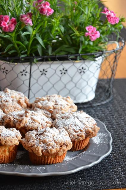 Muffinki na maślance z jabłkiem