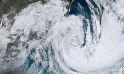 A foto mostra o olho do temporal semelhante um ciclone destruidor.