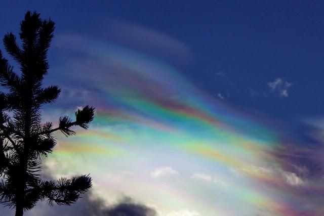 Wolken, irisierend, Regenbogenfarben, Naturphänomen, Himmel