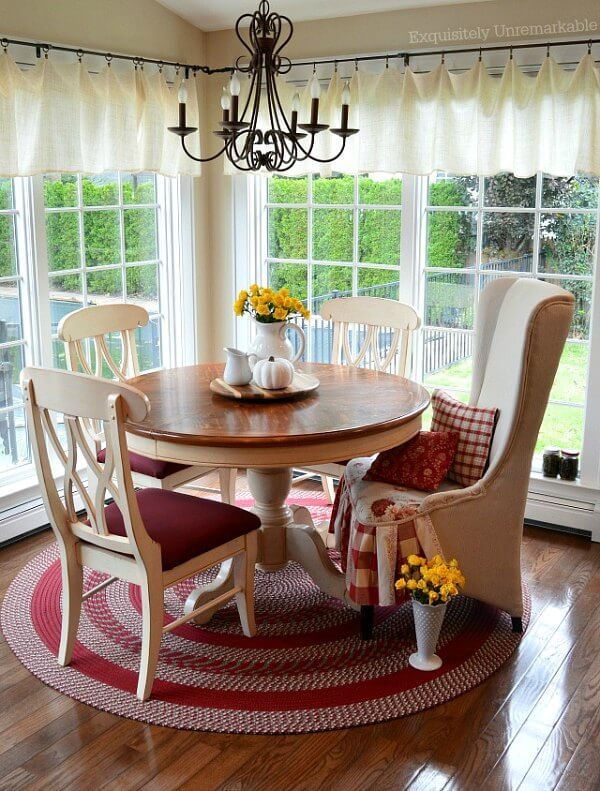 Red and White Cottage Kitchen Braided Rug