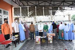 Syahrul Pasaribu Serahkan 13 Gerobak Bantuan ke UMKM di Tapanuli Selatan