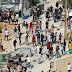 ΜΑΧΑΙΡΩΝΟΥΝ και ληστεύουν! «Πρόσφυγες» λεηλατούν την Λέσβο...