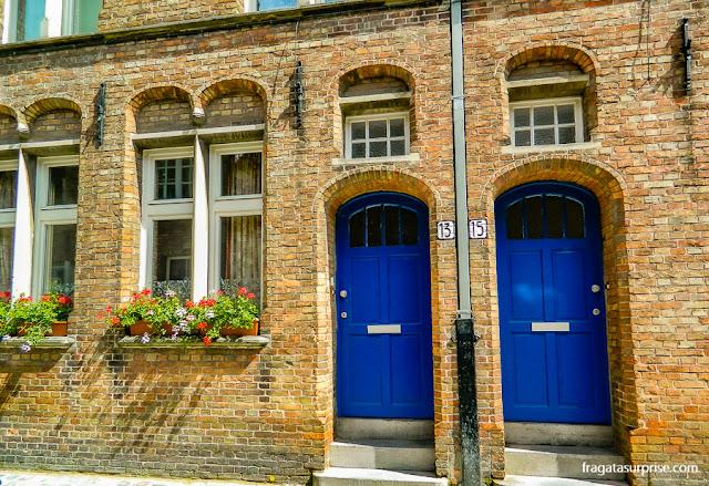 Fachada antiga na cidade de Bruges, Bélgica
