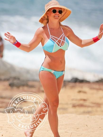 Britney Spears muestra su cuerpo en playa de Hawai (FOTOS)