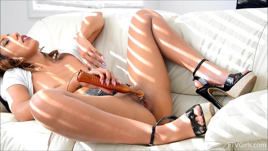 1487181981_touru [FTVGirls] Demi Lopez - Exposing That Butt