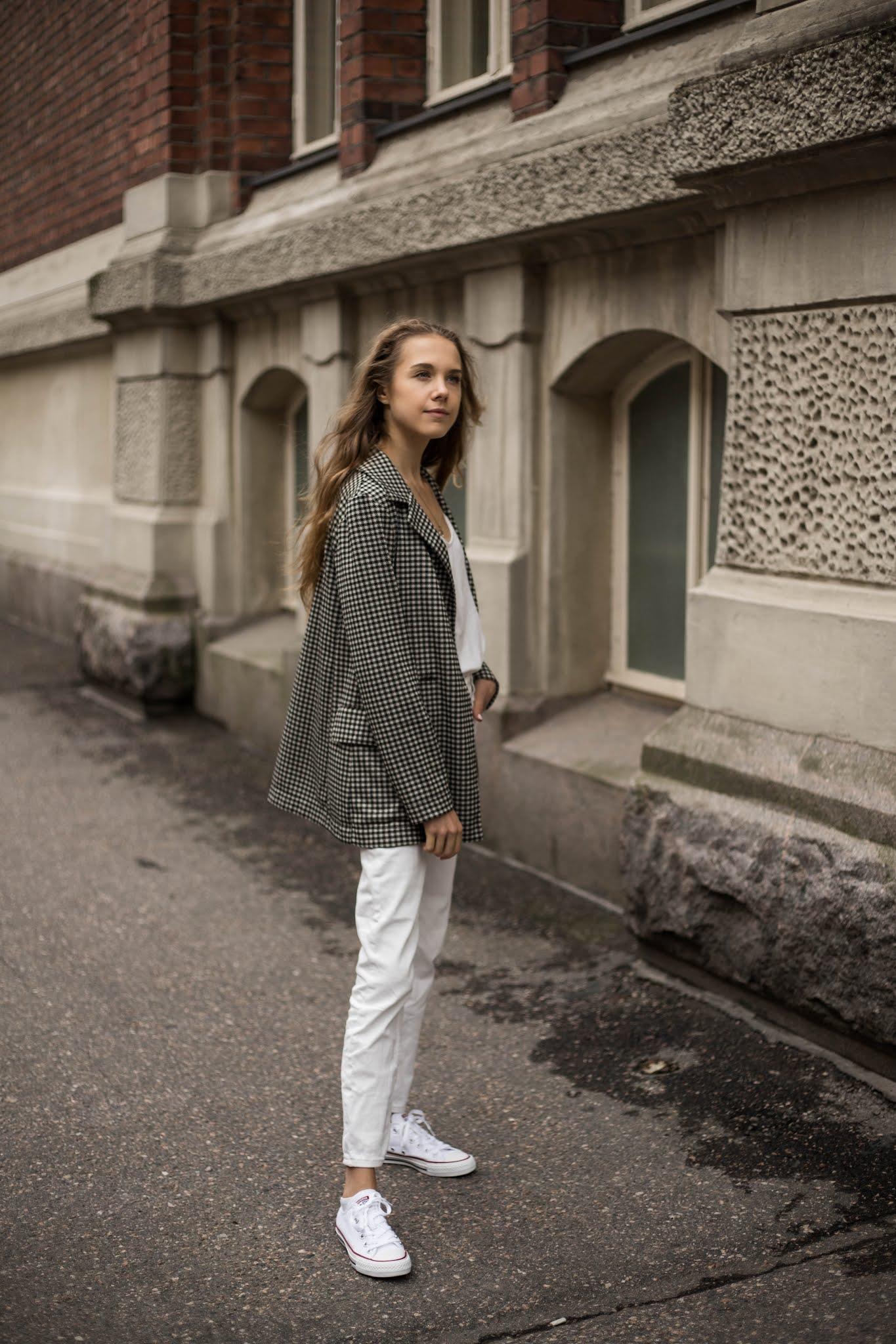 Vinkit kokovalkoiseen asuun syksyllä // Tips on wearing all white in autumn