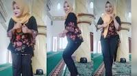 Astagfirullah, Tiga Ibu-Ibu Berhijab Joget TikTok di Dalam Masjid
