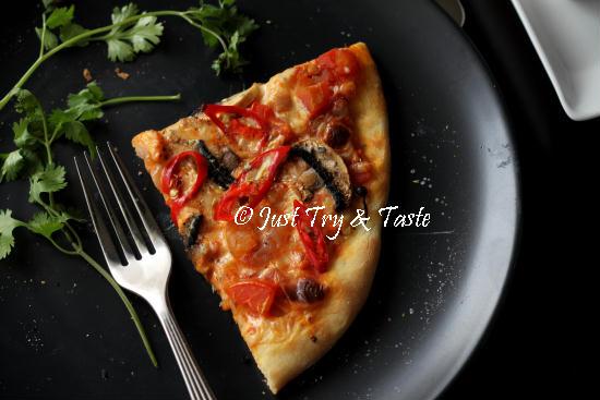 Resep Vegetarian Pizza Jamur dengan Simple Sauce | Just