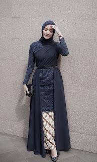 Model kebaya brokat modern hijab warna navy