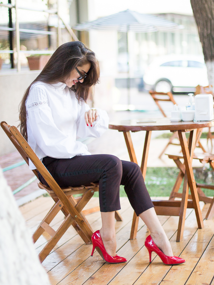 fashion-blogger-diyorasnotes-wide-sleeves-blouse-white-red-heels