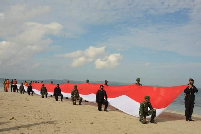Meriahkan HUT ke-75 RI, Pemkab Bone Bentangkan Bendera Sepanjang 75 Meter di Gusung Tangkulara