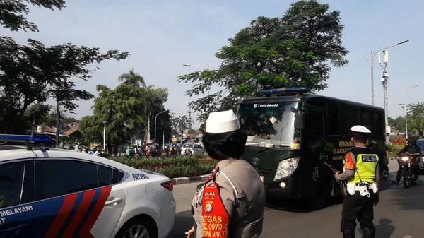Sidang Kasus Tes Swab Kembali Digelar, Habib Rizieq Tiba di PN Jaktim