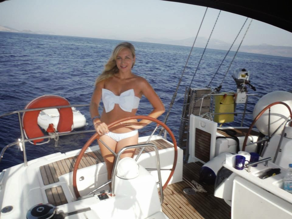 yacht-week-outfit-what-to-wear-swimsuit