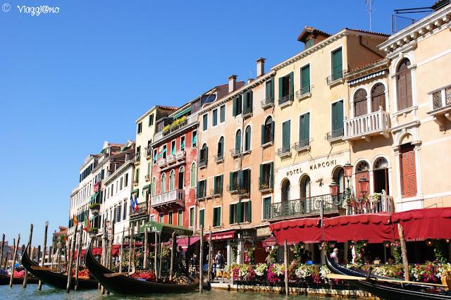 Edifici e scorci dal Canal Grande di Venezia
