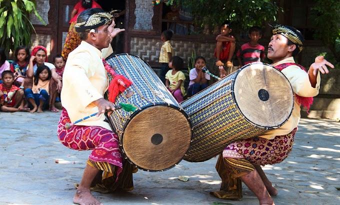 Tours Sasak Traditional and Kuta Beach Lombok