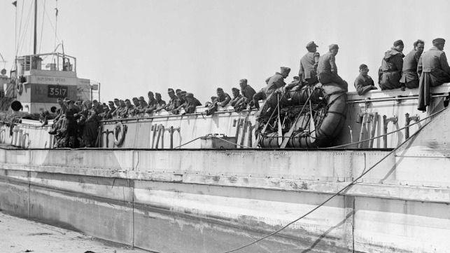 Último navio de guerra dos sobreviventes do Dia D ocupa lugar de honra no Reino Unido