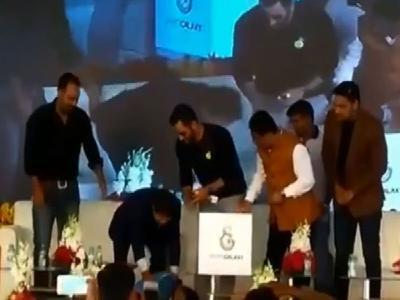 mahendra singh dhoni fans