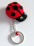 http://mavivi.blogspot.com.es/2012/05/llavero-mariquita-croche.html