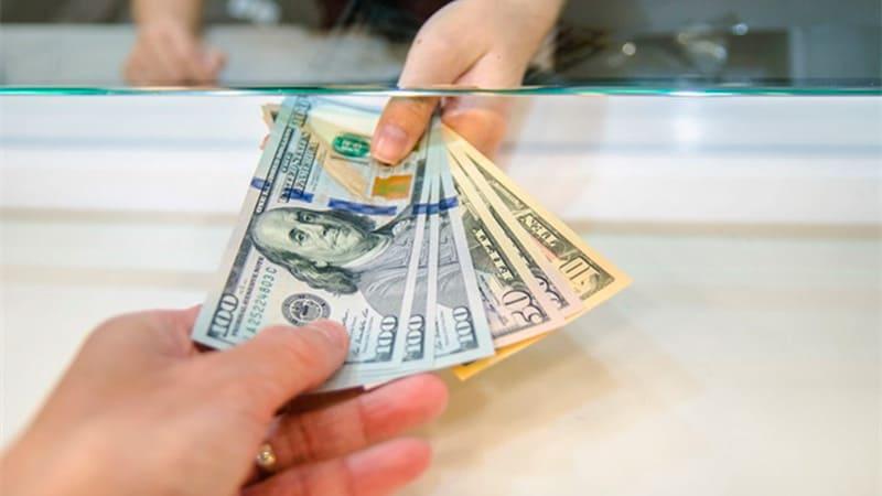 El dólar oficial cerró a $ 82,74 y en la semana avanzó 0,36%