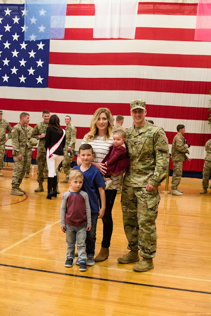 COLORADO SPRINGS FORT CARSON MILITARY HOMECOMING PHOTOGRAPHER