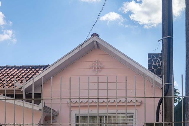 Casa com ornamento de ferro na Rua Barão dos Campos Gerais - detalhe