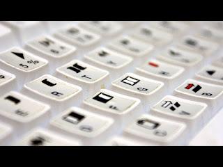 Shortcut keyboard adalah cara yang bagus untuk menghemat waktu karena itu berarti Anda tidak perlu berhenti, angkat tangan Anda dari keyboard Anda, dan Raih mouse Anda.