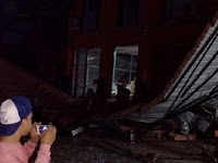 "Gempa Aceh: Bocah 10 Thn Merangkak dari Runtuhan Ruko, ""Ayah Ibuku Masih Tertimbun"""