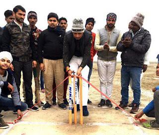 Jaunpur : समाजसेवी उमानाथ ने किया प्रतियोगिता का उद्घाटन