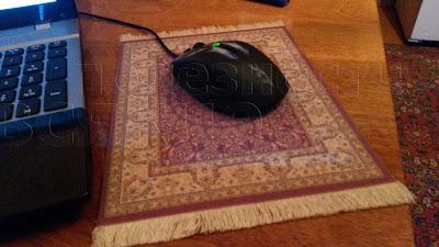 так уютно смотрится мышь на этом персидском коврике для мышки