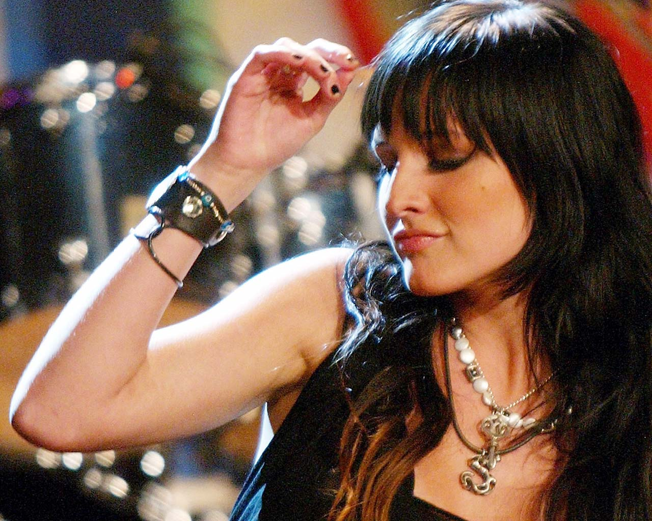 Download ashlee simpson love.