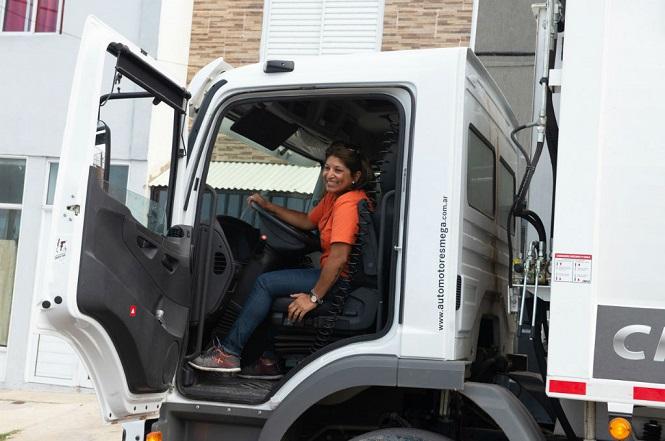 Declaran de interés un programa de formación de mujeres en la conducción de transportes de cargas