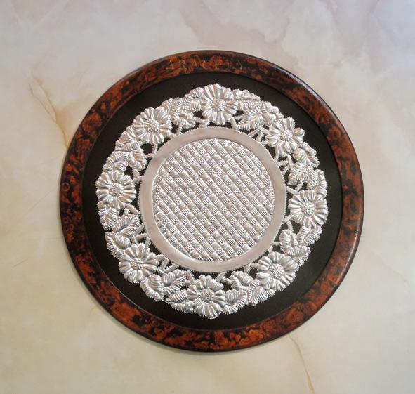 Bandeja circular, repujado en aluminio