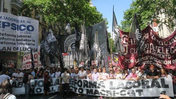 Macri presiona a Senado argentino para promover reforma laboral