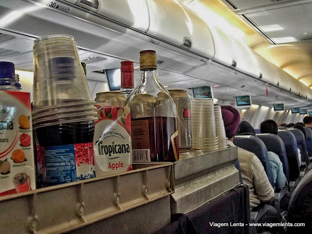 """Vinho, uísque, vodka e suco """"Tropicana"""" disponíveis"""