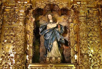 La Inmaculada en su retablo