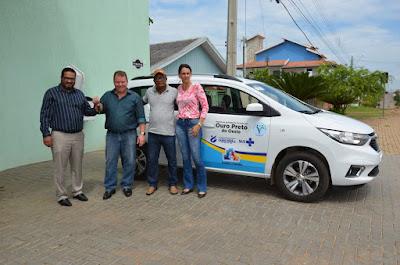Deputado Dr. Neidson faz entrega de minivan para atender Saúde de Ouro Preto do Oeste