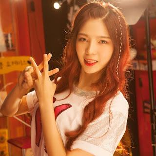 yaitu girl grup rookie gres yang debut dibawah agensi  Profil, Biodata, Fakta HASHTAG
