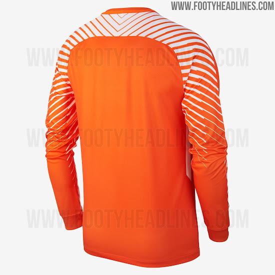 e0c194a24 Nike Chelsea 17-18 Goalkeeper Kit Released - Footy Headlines