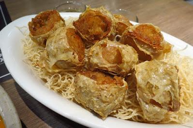 Bangkok, Kub Kao' Kub Pla, crab fritters rolls