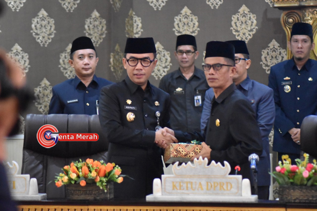 Bupati Waykanan Sampaikan Raperda LKPJ TA 2018 Kepada DPRD
