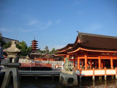 la pagoda dietro Itsukushima