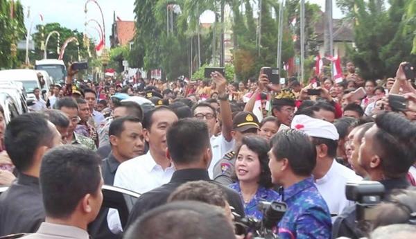 Antusiasme Warga Klungkung Menyambut Presiden Jokowi